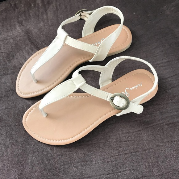 ac8f82e84 ☀️New Nude Colored Tstrap Flat Sandals Sz 7